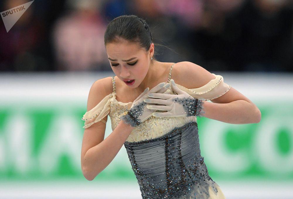 الروسية ألينا زاغيتوفا خلال أدائها في إطار بطولة أوروبا للرقص الفني على الجليد في مينسك، بيلاروسيا