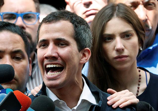 مظاهرات عارمة في أنحاء فنزويلا، وأنصار زعيم المعارضة الفنزويلي خوان غوايدو يطالبون بتنحي رئيس البلاد نيكولاس مادورو، 27 يناير/ كانون الثاني 2019