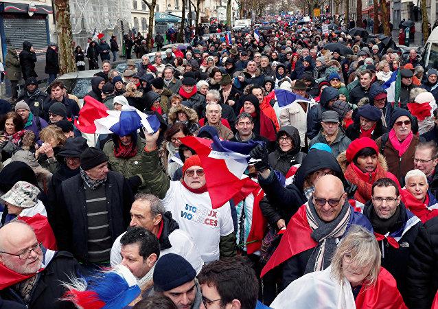 مسيرة الأوشحة الحمراء في باريس، فرنسا 27 يناير/ كانون الثاني 2019