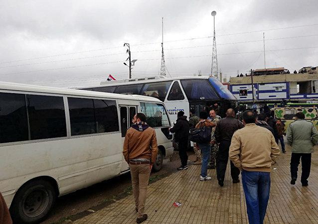 درعا.. آلاف الفارين من الخدمة يلتحقون بالجيش السوري (فيديو وصور)