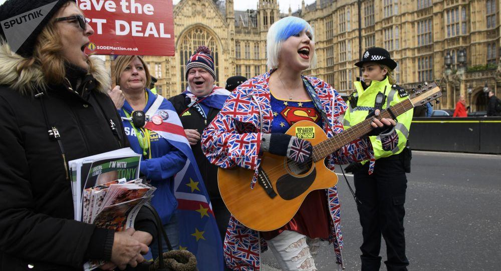 محتجون يهتفون في لندن: جونسون ليس رئيس وزرائي