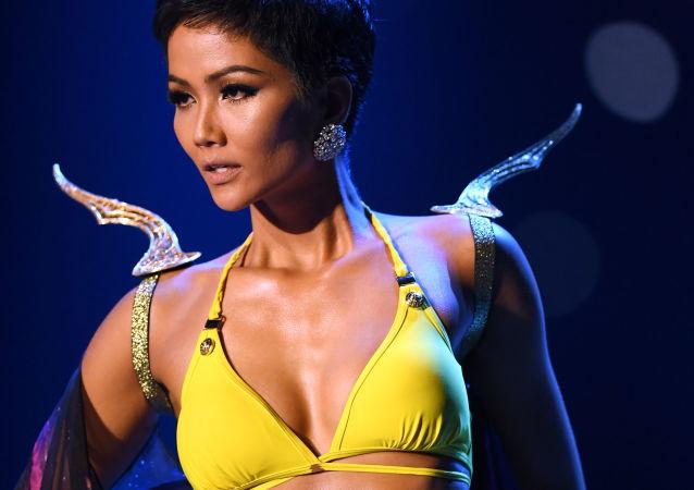 ملكة جمال الكون لعام 2018 الفيتنامية هاهين ناي