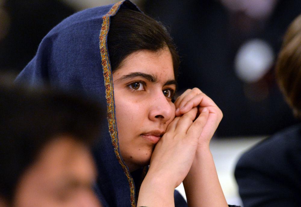 ناشطة حقوقية باكستانية، والحائزة على جائزة نوبل للسلام، مالالا يوسفزاي، في إنجلترا 14 ديسمبر/ كانون الأول 2015