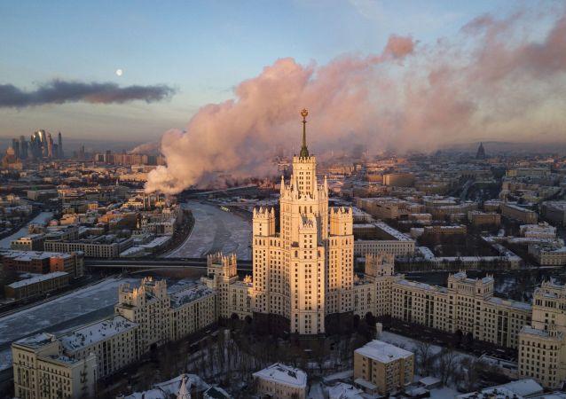 برج على ضفة نهر موسكو كوتيلنيتشسكايا