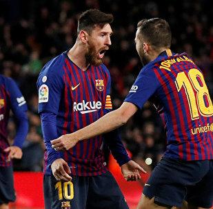 ميسي خلال مباراة برشلونة و فالنسيا في الدوري الإسباني