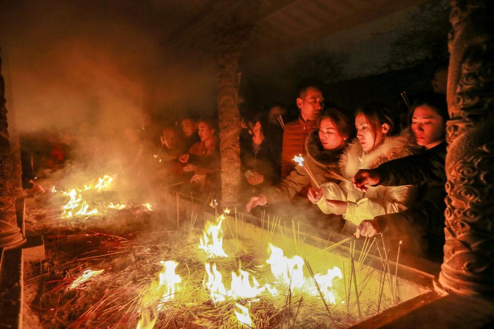 الاحتفال برأس السنة القمرية الصينية الجديدة في معبد تيانجين، الصين، 5 فبراير/ شباط 2019