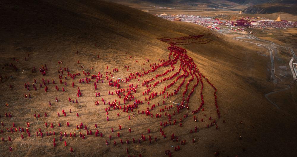صورة نهر أحمر من الإيمان، للمصور ليفينغ تشين من الصين، في فئة الثاقة