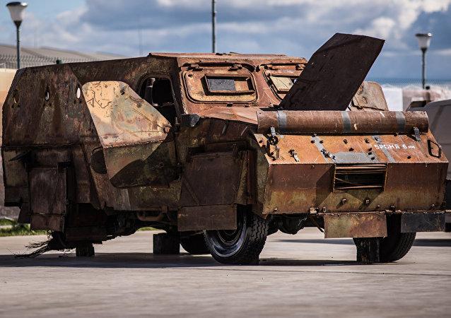 سيارة مدرعة من غنائم الحرب ضد الإرهاب في سوريا