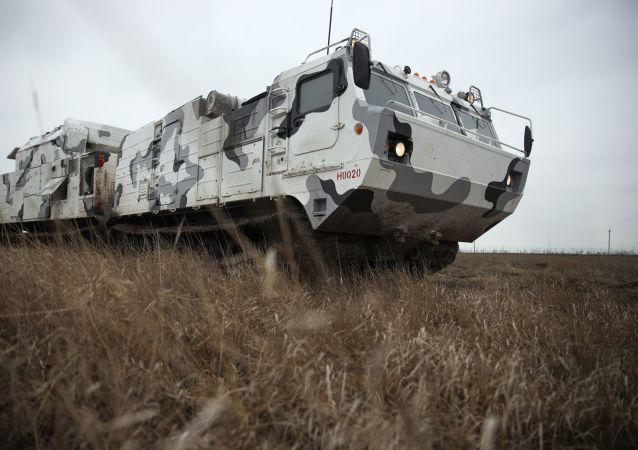 منظومة صواريخ الدفاع الجوي الروسية تور-2إم دي تي في ميدان التدريب العسكري رقم 726 بمدينة إيسك الروسية