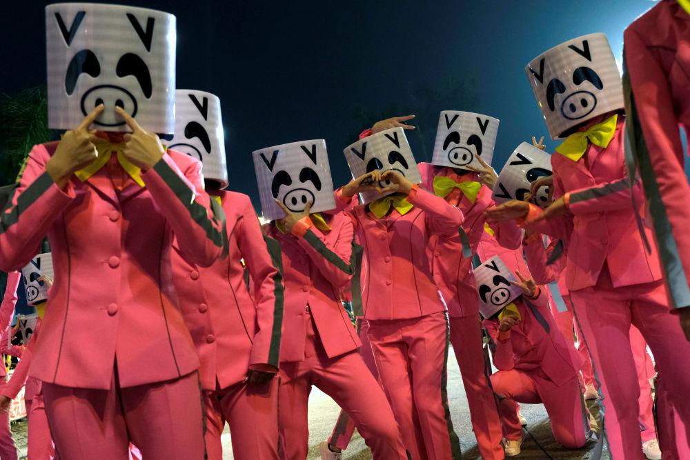 عرض احتفالي بمناسبة حلول رأس السنة القمرية الصينية الجديدة (عام الخنزير) في هونغ كونغ، الصين 5 فبراير/ شباط 2019