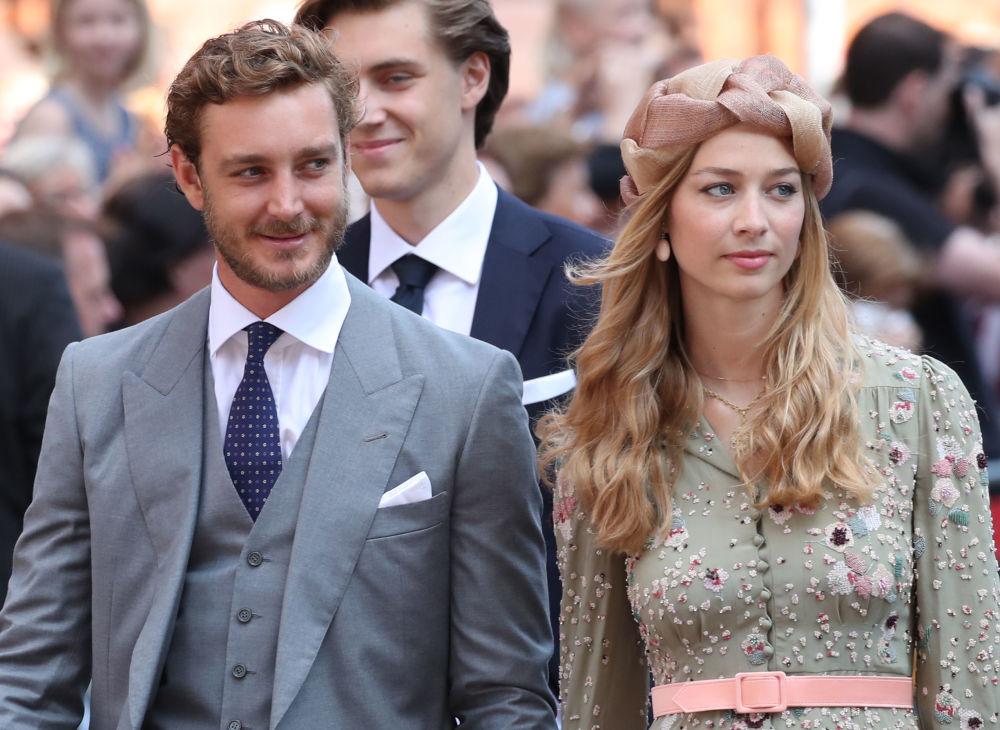 الأمير بيير كاسيراغي، أمير السويد، وزجته الأميرة بياتريس، لدى حضورهما حفل زفاف إرنيست أغسطس، أمير هانوفر، ويكاتيرينا، أميرة هانوفر، في هانوفر وسط ألمانيا 8 يوليو/ تموز 2017