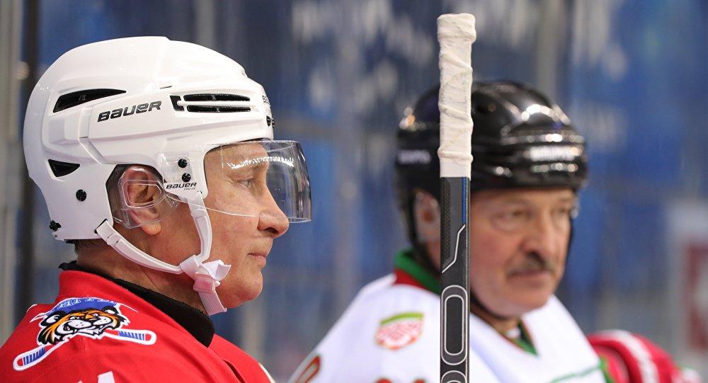 بوتين ولوكاشينكو يلعبان الهوكي