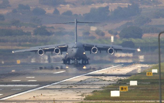 طائرة أمريكية في قاعدة انجرليك الجوية التركية