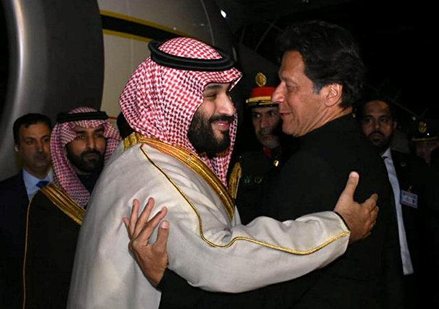 ولي العهد السعودي الأمير محمد بن سلمان مع رئيس الوزراء الباكستاني عمران خان