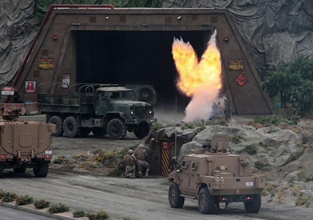 عرض عسكري إماراتي في معرض آيدكس