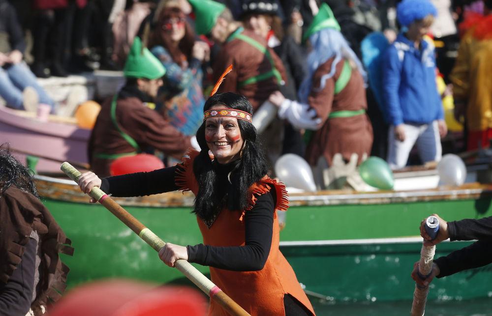افتتاح سباق الزوارق لكرنفال فينيسيا، البندقية، 17 فبراير/ شباط 2019