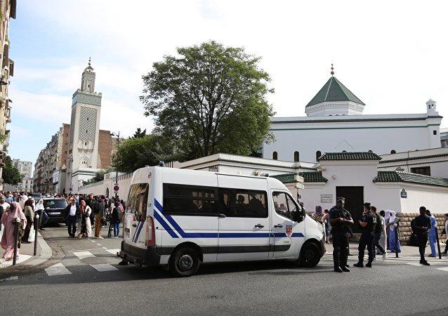 مسجد في باريس