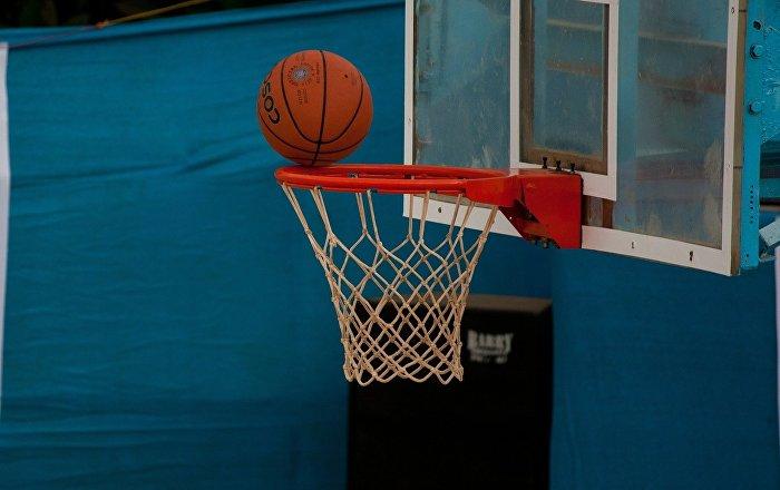 تمزق حذاء لاعب كرة سلة يتسبب بخسائر كبيرة لـ