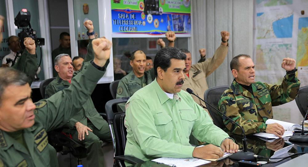 الرئيس الفنزويلي نيكولاس مادورو مع قادة الجيش في كاراكاس في 21 فبراير / شباط 2019