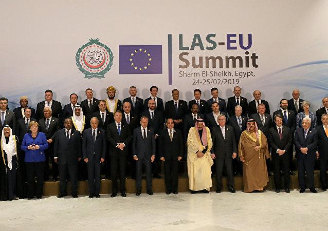 صورة جماعية للزعماء المشاركين في القمة العربية الأوروبية - شرم الشيخ/ مصر
