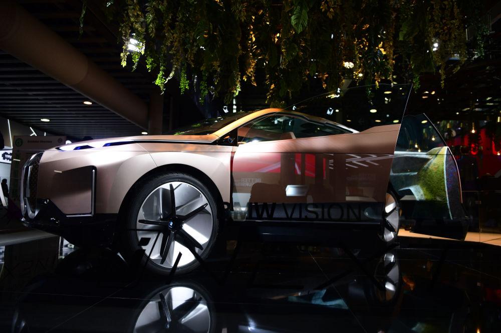سيارة بي ام دبل يو (BMW Vision iNEXT) الجديدة في معرض المؤتمر العالمي للموبايل 2019 في برشلونة، إسبانيا 25 فبراير/ شباط 2019
