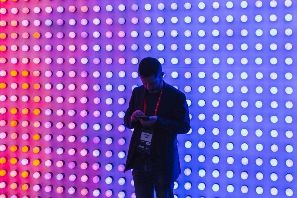 زائر في المؤتمر العالمي للموبايل 2019 في برشلونة، إسبانيا 25 فبراير/ شباط 2019