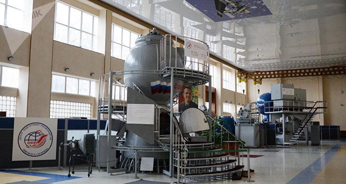 جهاز التدريب على الطيران الديناميكي في مركز تدريب رواد الفضاء