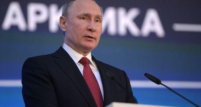 Президент РФ Владимир Путин на Международном арктическом форуме Арктика - территория диалога в Архангельске