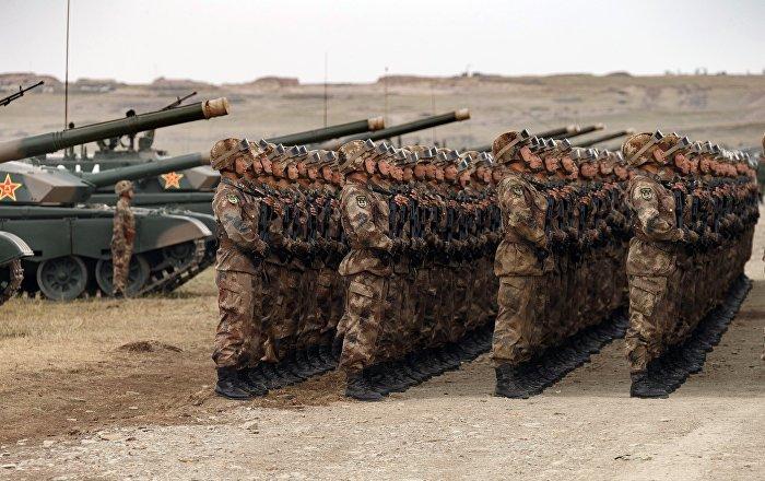 الدبابات تتحرك والمدفعية تطلق نيرانها… فيديو مرعب للجيش الصيني