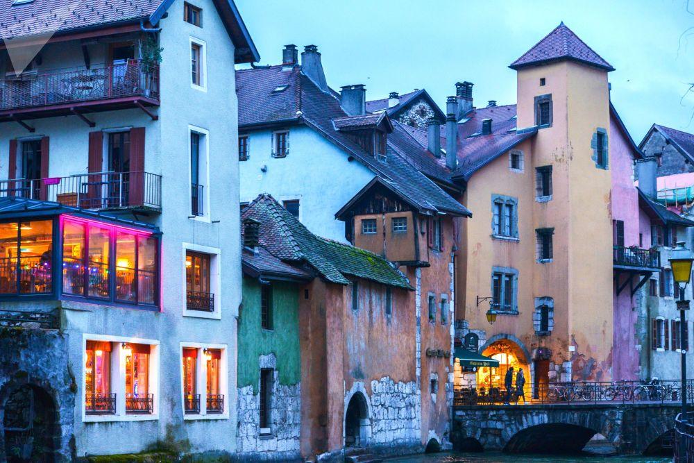 المركز التاريخي لمدينة آنسي، الفرنسية