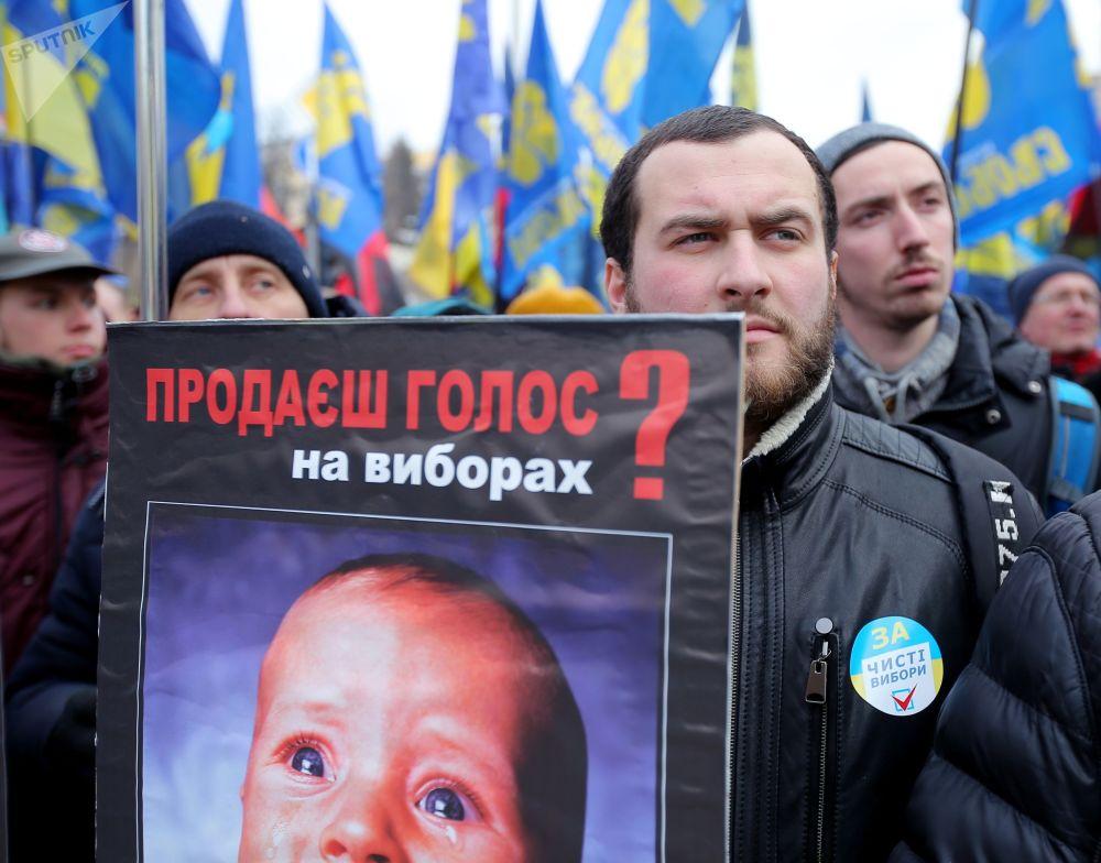 لافتة لمتظاهارين في كييف والمطالبين باجراء انتخابات رئاسية نظيفة في أوكرانيا