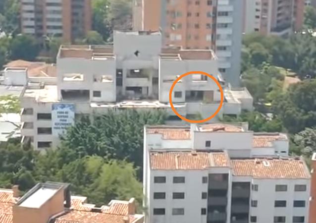 ظهور كائن أبيض غريب ذو سرعة عالية داخل مبنى قبل هدمه بثواني