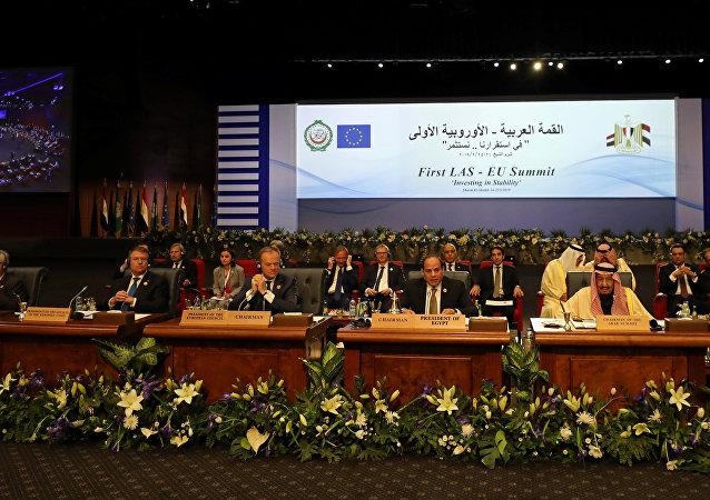 الرئيس المصري عبد الفتاح السيسي يتحدث خلال قمة الدول العربية والاتحاد الأوروبي في شرم الشيخ