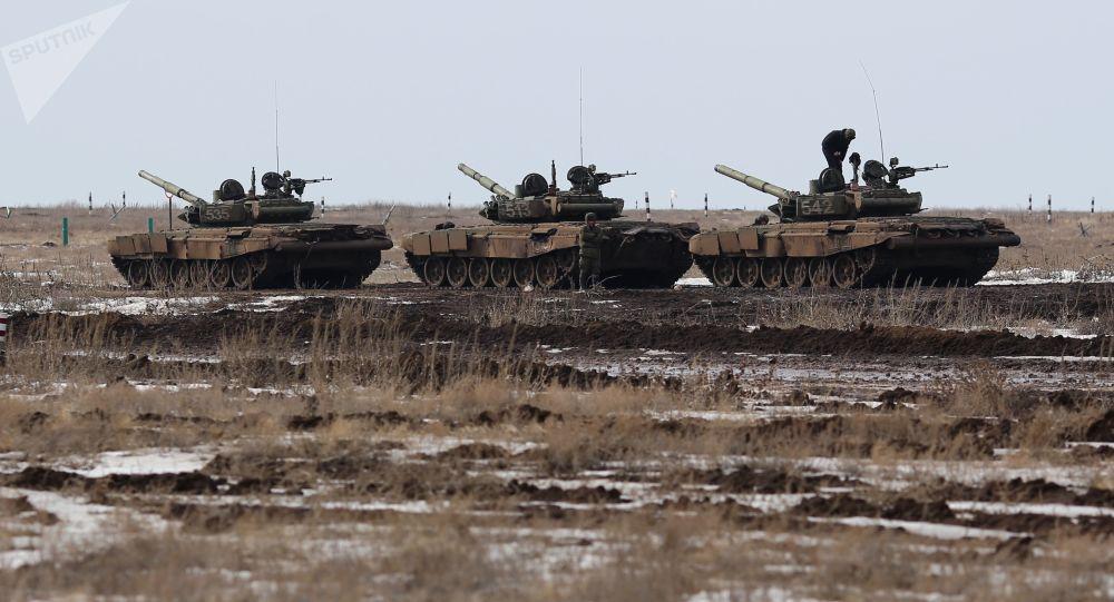 الجيش الروسي - سباق الدبابات (بياتلون الدبابات) في الميدان العسكري برودبوي في منطقة فولوغورودسك الروسية