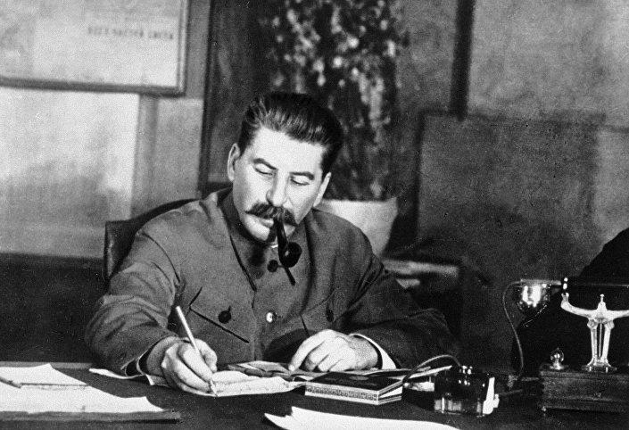 جوزف فيساريونوفيتش ستالين (1878 -1953)