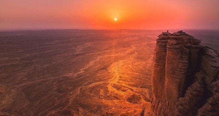 مصرع عروسين ليلة زفافهما إثر سقوطهما من أعلى جبل في السعودية… فيديو