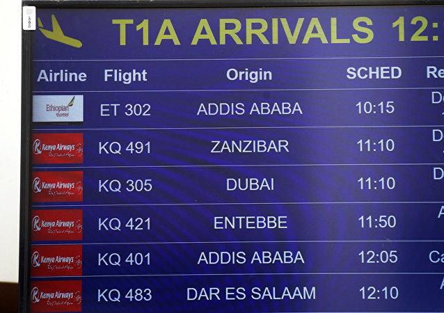 لوحة معلومات الطيران التي تعرض تفاصيل الخطوط الجوية الأثيوبية الرحلة ET 302 في مطار جومو كينياتا الدولي في نيروبي