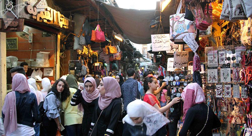 سوري قدم لخطيبته هدية نادرة بـ عيد المرأة