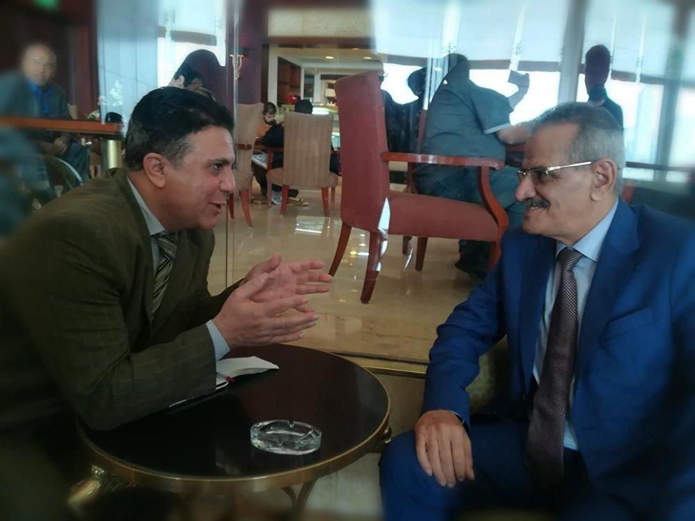 الدكتور عبدالله لملس، وزير التربية والتعليم في حكومة الرئيس عبد ربه منصور هادي مع مراسل سبوتنيك