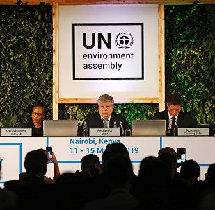 سيم كيسلر وزير البيئة في إستونيا ورئيس جمعية الأمم المتحدة للبيئة يلقي خطابا في بنيروبي