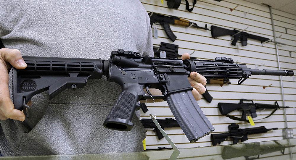 سلاح نصف آلي إيه - آر 15