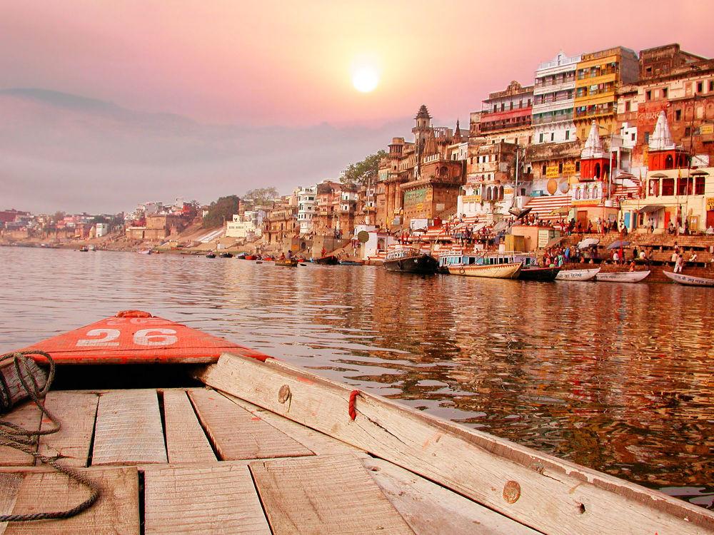 غروب الشمس على نهر غانج في الهند