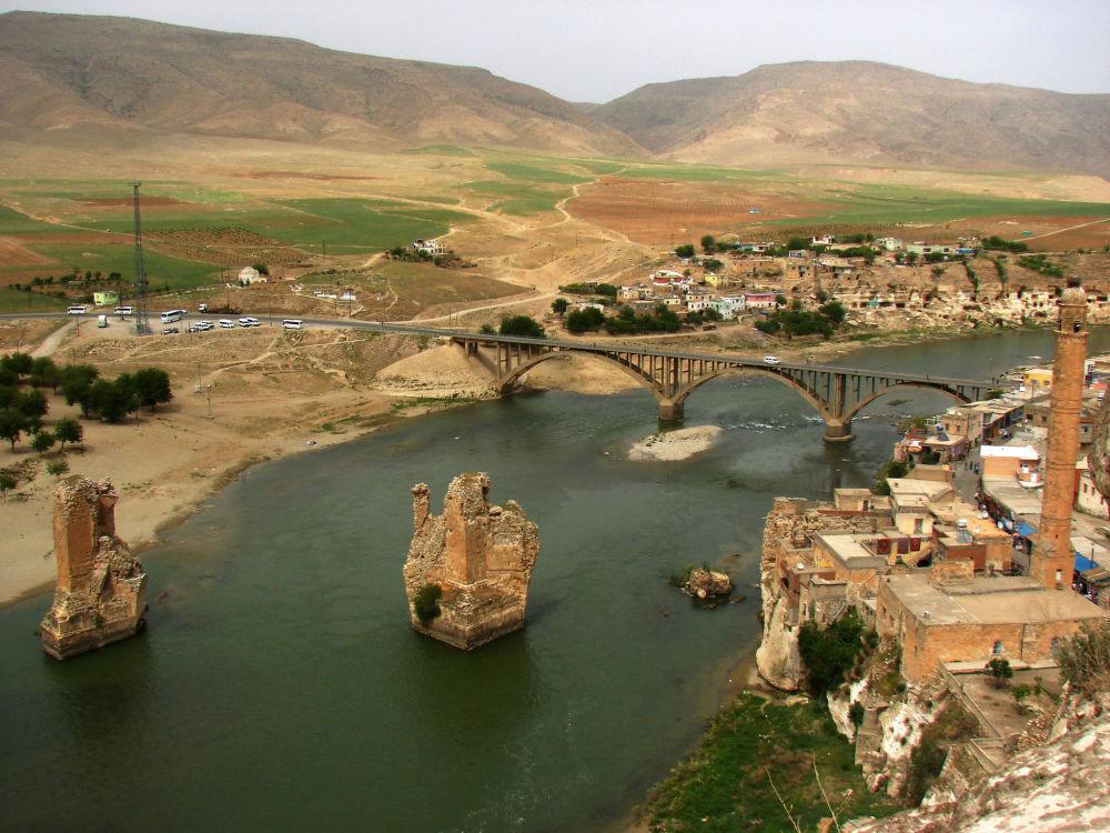 منظر للمدينة التركية حصن كيفا بجانب نهر دجلة