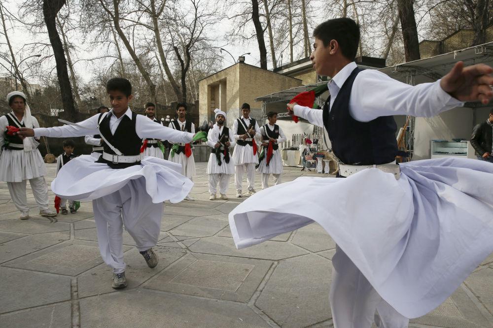 تحضيرات للاحفتال بعيد النوروز في إيران 13 مارس/ آذار 2019