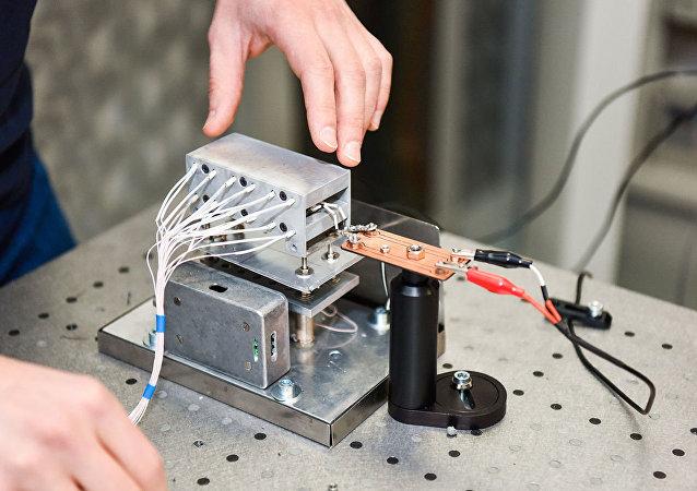 نموذج مختبر لجهاز استشعار