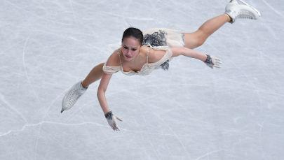 المتزحلقة الروسية ألينا زاغيتوفا خلال تقديم فقرة للأداء الفني الفردي للنساء، في إطار بطولة العالم للتزحلق الفني على الجليد لعام 2019 في مدينة سايتامي اليابانية