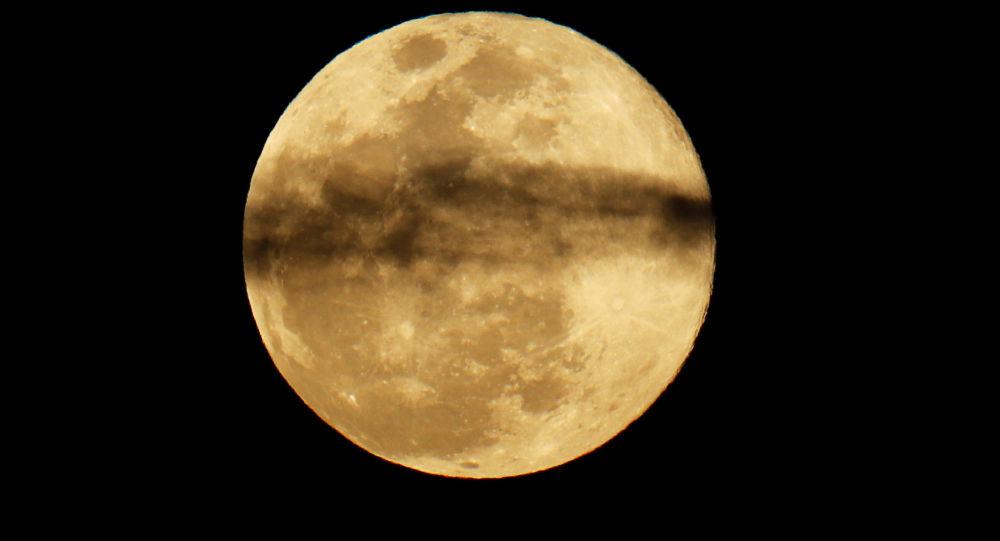 ظهور القمر العملاق في كاليفورنيا، الولايات المتحدة 20 مارس/ آذار 2019
