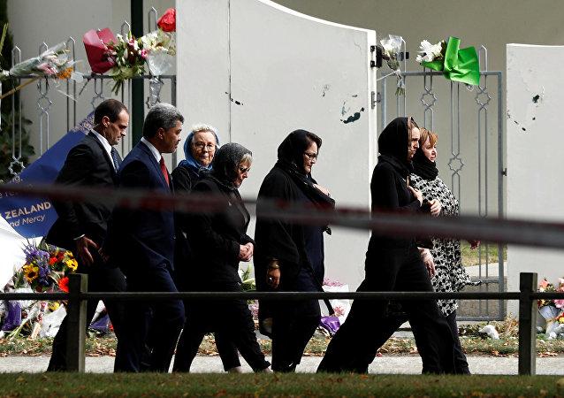 رئيسة وزراء نيوزيلندا ترتدي الحجاب أثناء المراسم