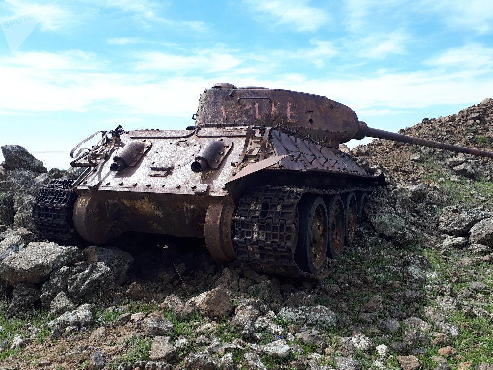 ثلاث دبابات T-34 تشكل متحفاً حياً لحرب 1967 جنوب سوريا