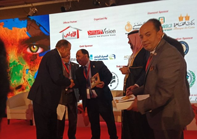 تكريم وزير المالية المصري محمد معيط في مؤتمر مصر الاقتصادي 2019